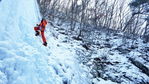 iGuideKorea ice climbing South Korea