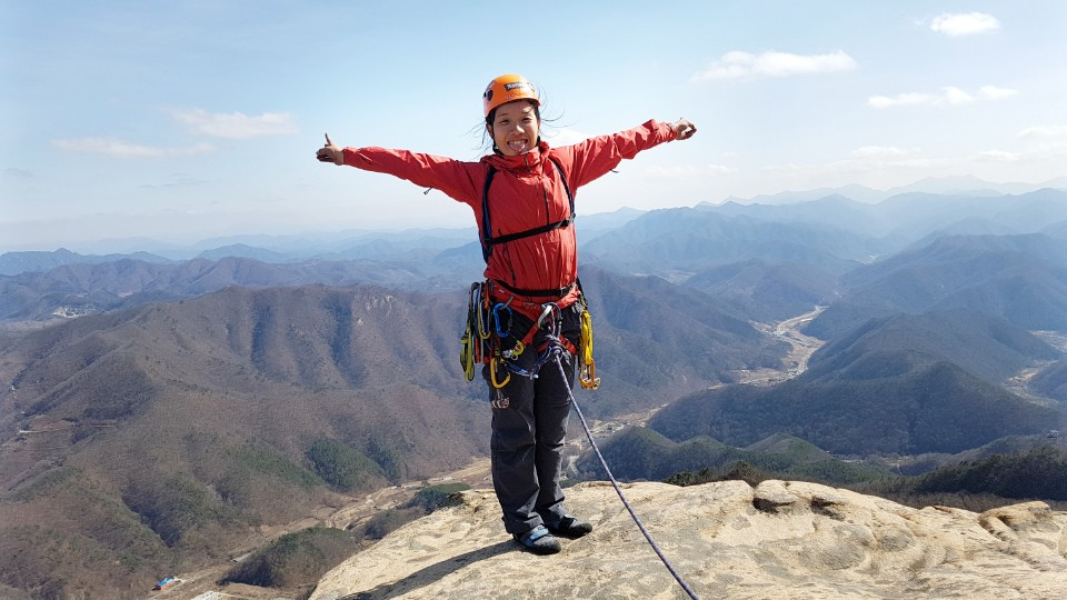 iguidekorea spring rock climbing summit photo